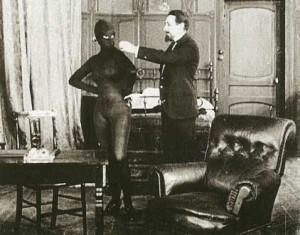Musidora et MorenoIrma Vep (Musidora) et Moreno (Fernand Hermann) dans le film Les Vampires de Louis Feuillade