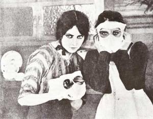 Musidora et une compliceIrma Vep (Musidora) et une complicedans le film Les Vampires de Louis Feuillade