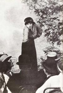 Musidora au cabaretIrma Vep dans le film Les Vampires
